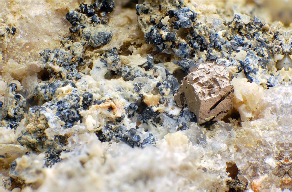 Пирит камень. Свойства пирита, фото пирит.