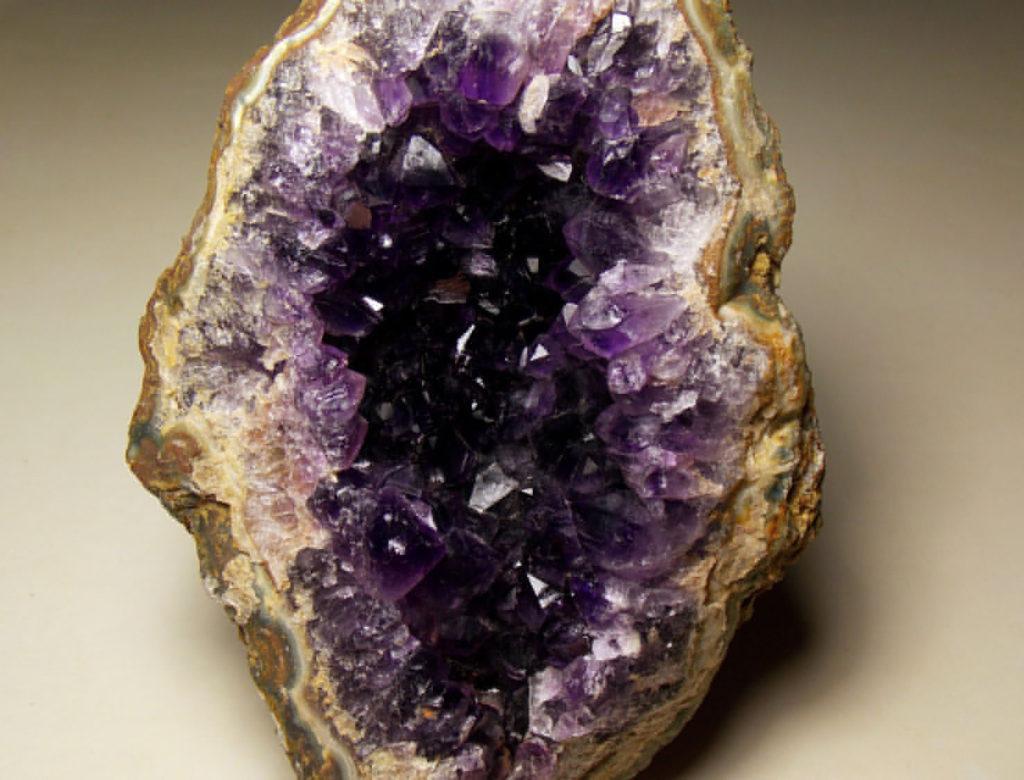 Камни-самоцветы: фото и названия, описание известных минералов Урала    Доклад самоцветы