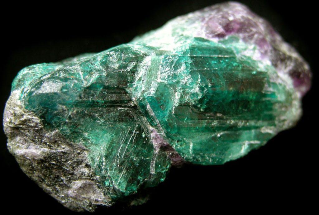 Свойства драгоценных и полудрагоценных камней, отличительные характеристики