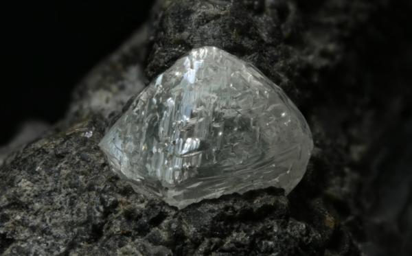 Алмаз в природе: как образуются, как происходит добыча, как отличить от подделки