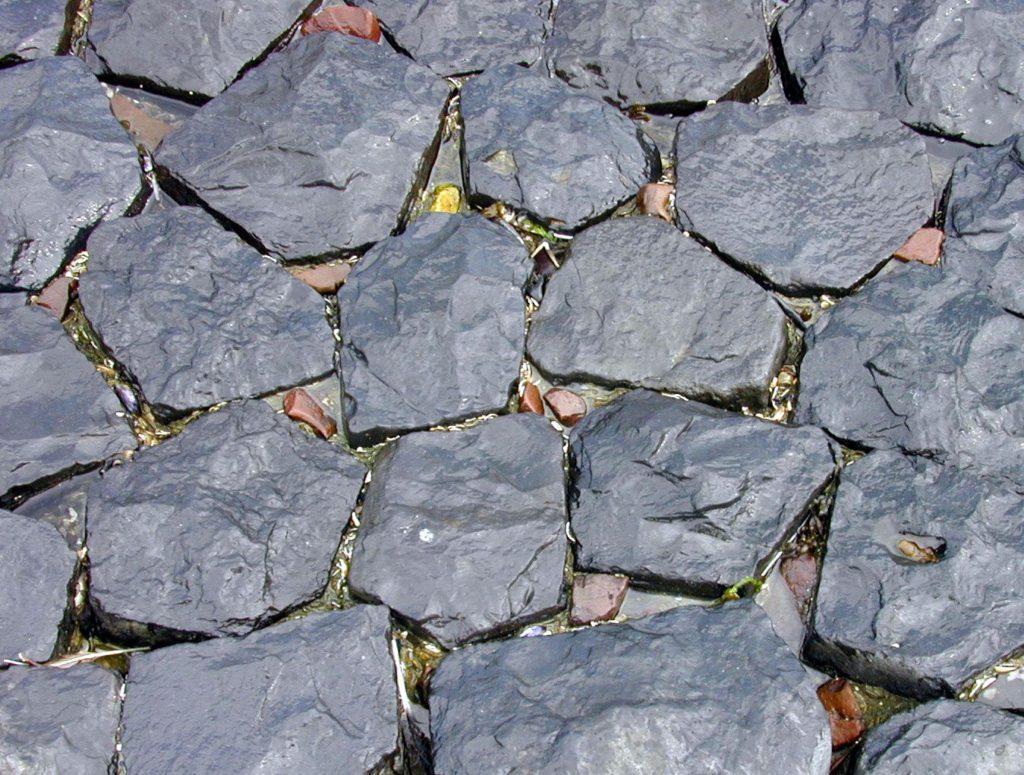 Памятники из горного камня фото ладошки презентация