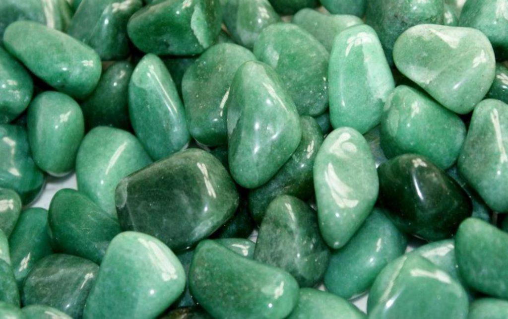 Цвет зелного камня