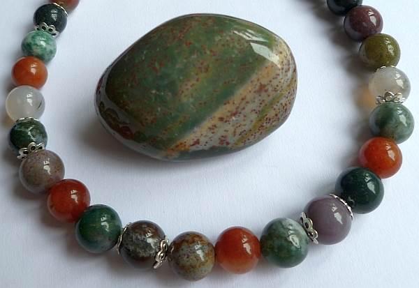 Камень гелиотроп (44 фото): почему минерал называют кровавой яшмой? Какое значение имеет для человека? Каких цветов бывает?