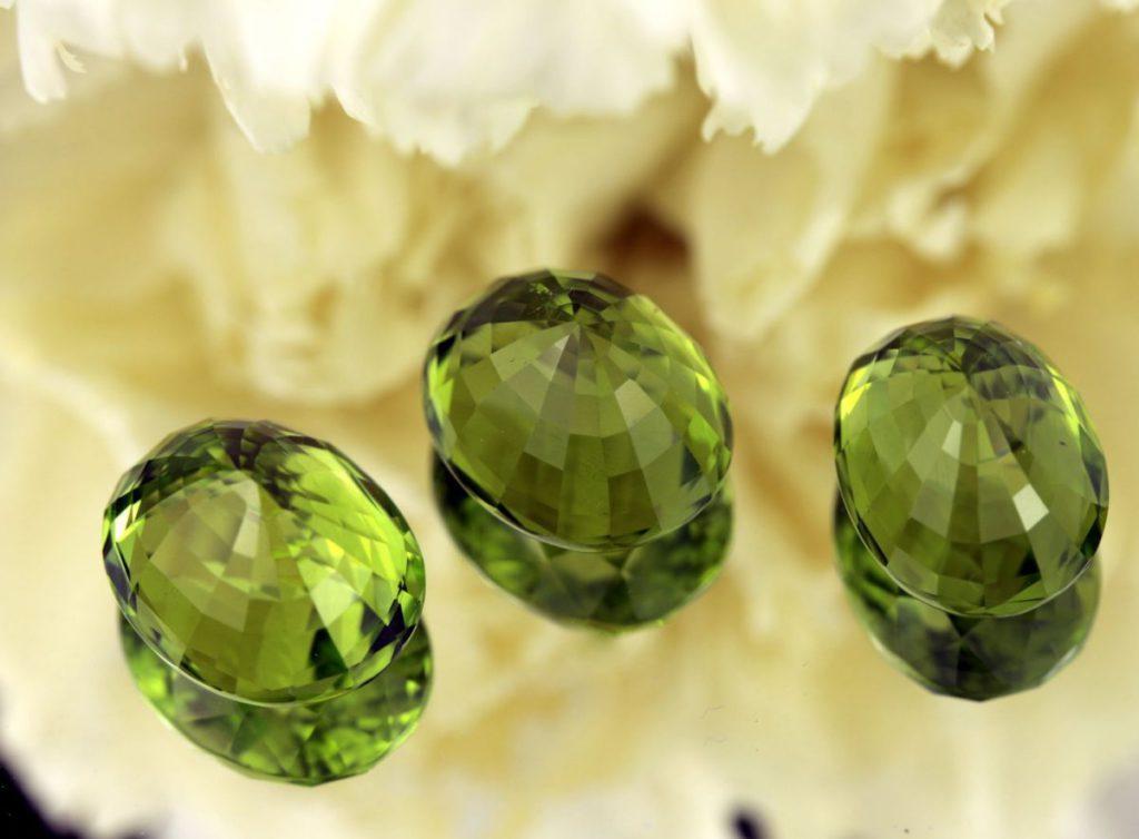 Зеленый камень в ювелирных изделиях