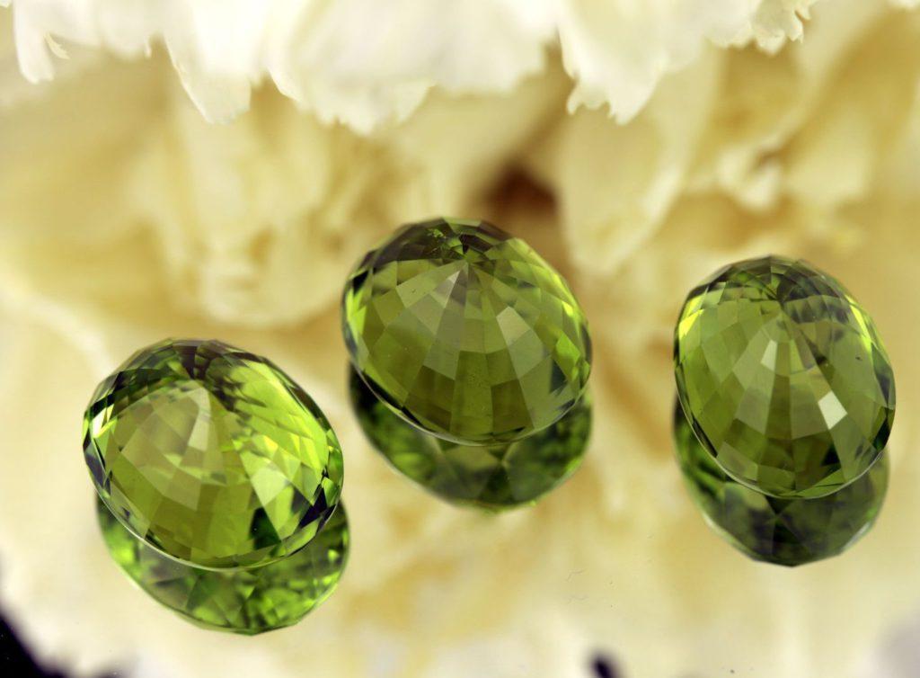 Какие камни сочетаются с золотом?