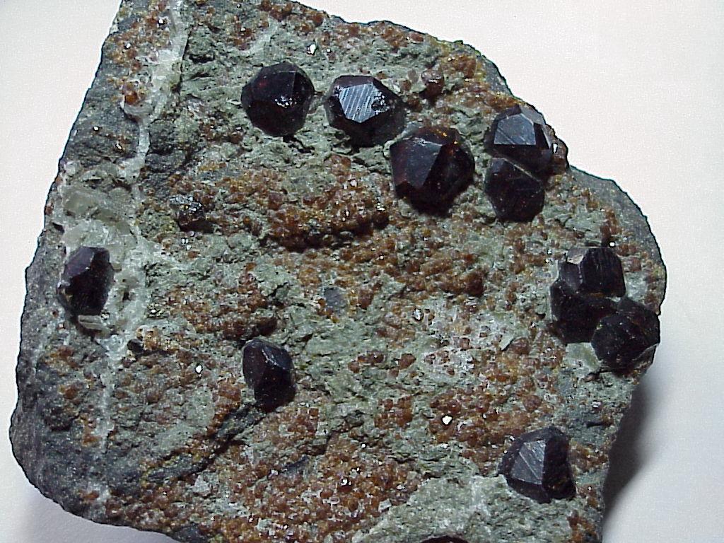 Камень гранат: свойства для женщин и мужчин