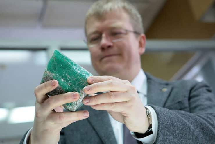Как добывают камни