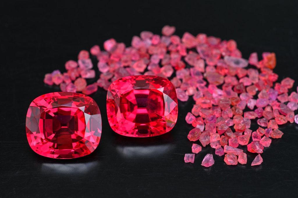 Какие камни носить для привлечения любви?